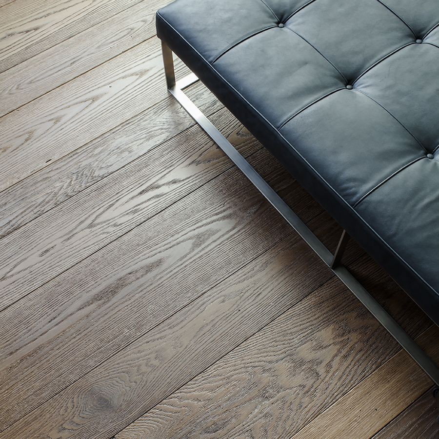 Ebony and Co project Conservatorium Hotel Chevron Solid American Red Oak Marron